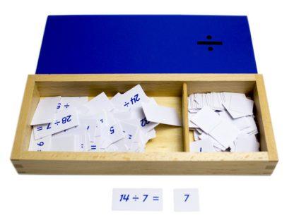 Caja de Ecuaciones de la División-Material Montessori-vista frontal