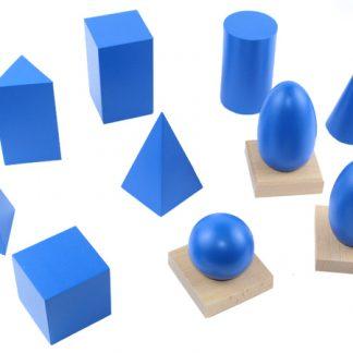 incluye 10 cuerpos geométricos (un cilindro, cubo, elipsoide, cono, esfera, pirámide de base cuadrada, pirámide de base triangular, ovoide, prisma rectangular, y un prisma triangular) hechos de madera de alta calidad