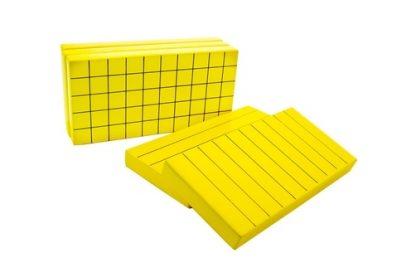 Este material sirve para el cálculo de volumen, consiste en 5 rectángulos de madera de color amarillo,vista frontal,foto redes sociales,mmm401