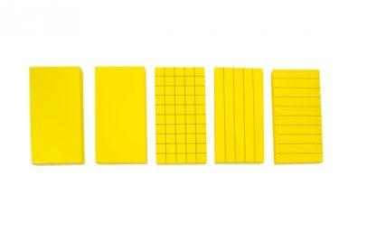 Este material sirve para el cálculo de volumen, consiste en 5 rectángulos de madera de color amarillo