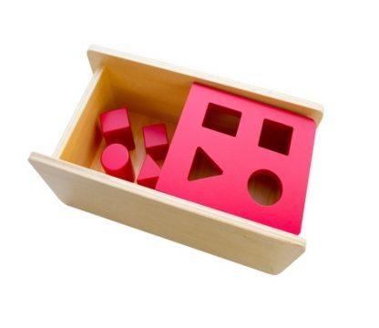 Caja con 4 Prismas Diferentes-Material Montessori-vista frontal