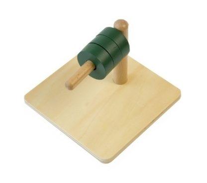 MMM011 - Cubos en clavija horizontal - Material Montessori - vista diagonal derecha