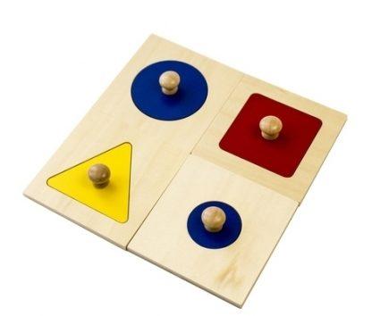 MMM005 puzzle montessori de un sola forma , El conjunto consta de cuatro rompecabezas de una pieza: Círculo grande, Círculo pequeño, Cuadrado y Triángulo equilátero. vista superior frontal en ángulo.