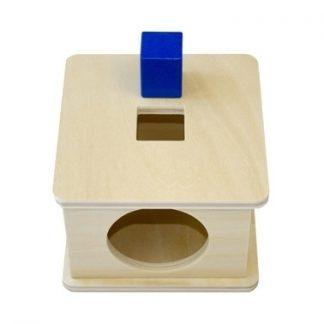 MMM008 - Caja con encaje de prisma cúbico de madera - material montessori- vista frontal superior