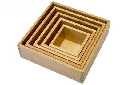 MMM021 - Caja de nido 5 cajas de madera- Material Montessori - vista diagonal derecha