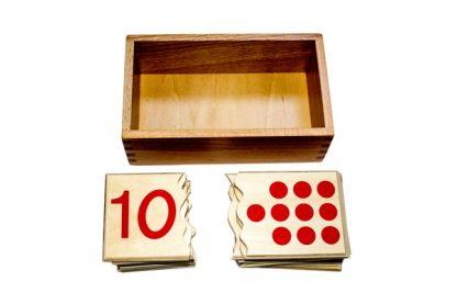 Este material consta de una caja de madera con 20 piezas.