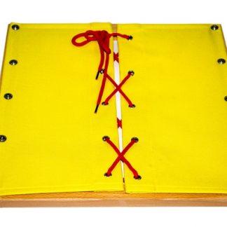 consta de un marco hecho de un material de algodón tejido a mano duradero. Enseña al niño a trabajar con los cordones.