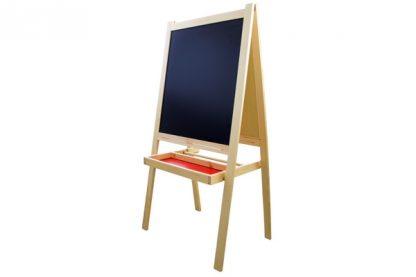 Este material montessori consiste en una pizarra grande para que el niño pueda dibujar y desarrollar su creatividad.