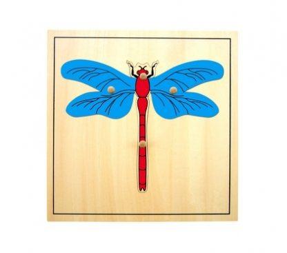 Consta de un puzzle de madera que le enseña al niño, las diferentes partes de la libélula.vista superior, foto redes sociales, mmm327