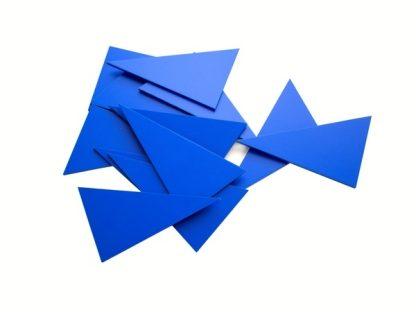 Caja de Madera con 12 Triángulos Azules-Material Montessori-vista frontal